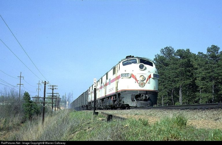 Photo by Warren Calloway: RailPictures.net.