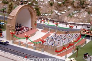 """Aventura Mall's custom animated bandshell features moving musicians and singers as well as a """"Joy to the World"""" audio track. Want to see it moving? Click here!"""