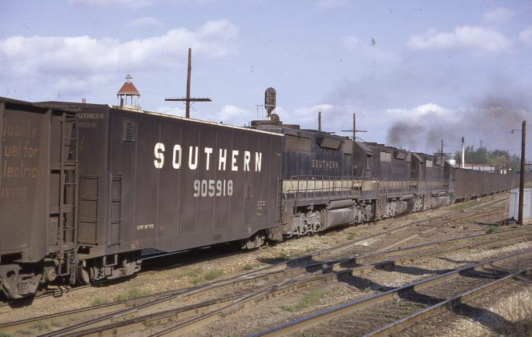 A Southern Unit Coal Train with mid-train slave locomotives and Radio Control car 905918 Photo Atlas Forum