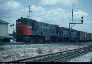 The high horsepower race is on! Here we see a U-50b teamed with an EMD DD-35. Note the four sets of B trucks. Photo by Jim Munding from RailPictures.net.