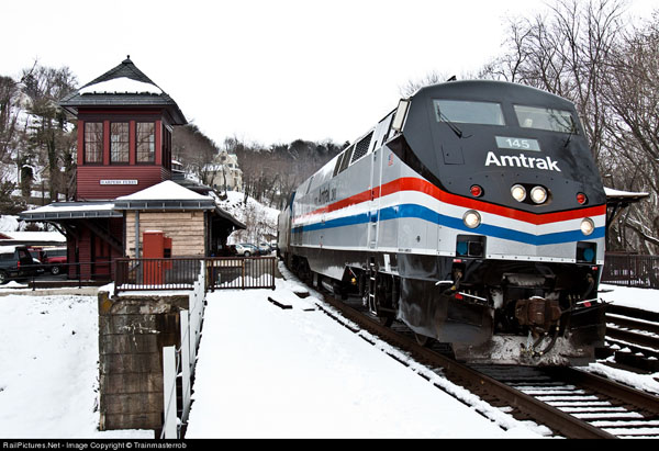 Amtrak Capital Limited at Harpers Ferry, note the tower on the station. Photo Trainmasterrob, railpictures.net