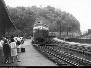 The way God intended passenger trains to look, powered by a Bulldog nosed E-8 on B&O's Shenandoah Labor Day 1964. Photo Bill Haklarinen from railpictures.net