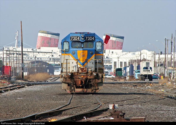 D&H GP-38-2 7304 at the Packer Marine Terminal in Philadelphia, PA. The great Luxury Liner SS United States sits derelict in the back ground. Photo from RailPictures.net by Matt Noel