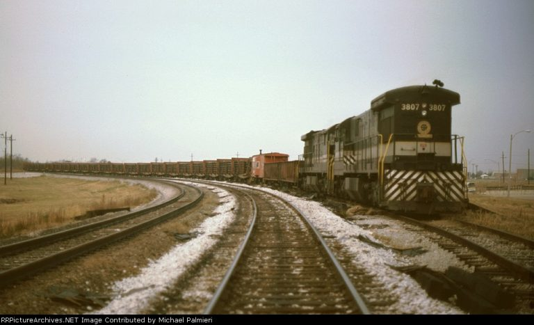Behold the Hammerheads: two Southern U33c units on a welded rail train.  Photo by Michael Palmieri from RRPicturearchives.net.